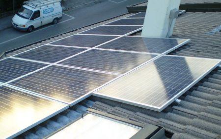 Cosmo Impianti progetta e realizza impianti fotovoltaici sia per ambienti civili che industriali. Contattaci per maggiori informazioni. Siamo a Zero Branco (Treviso). Tel: 0422 487112 – Email: amministrazione@cosmoimpianti.eu